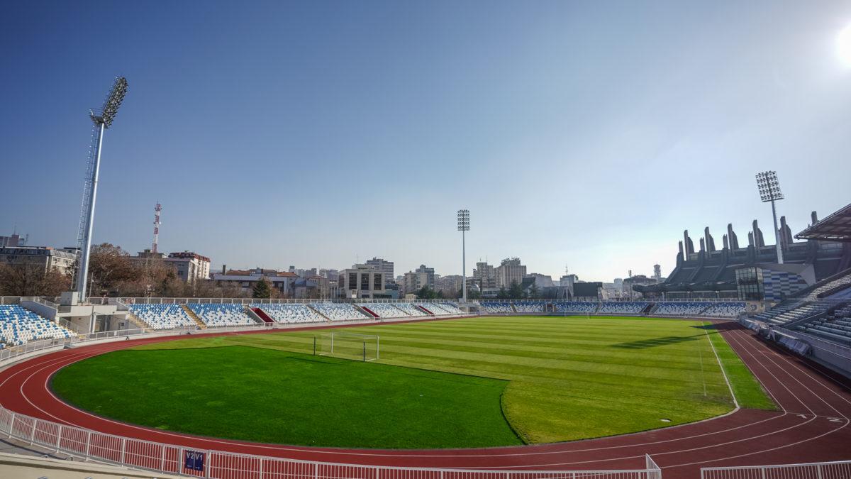 Pezullohen ndeshjet e futbollit në afat të pacaktuar