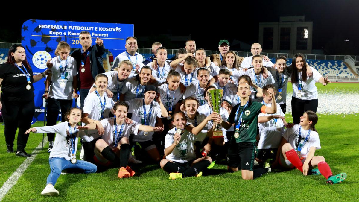 """Presidenti Ademi uron KFF """"Mitrovica"""" për fitoren e radhës në """"Champions"""""""