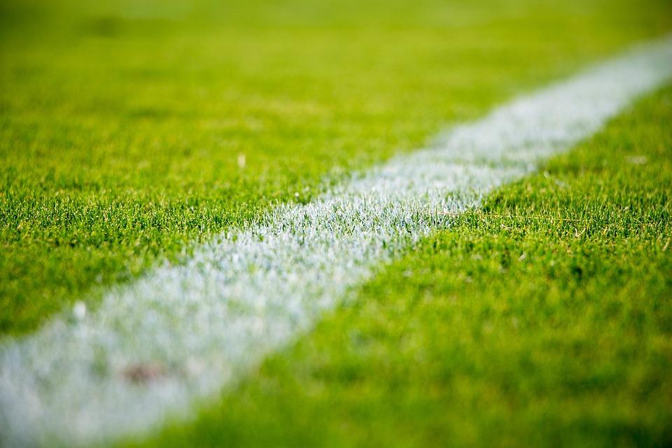 Krerët e FFK-së takohen me ekspertin e fushave të futbollit