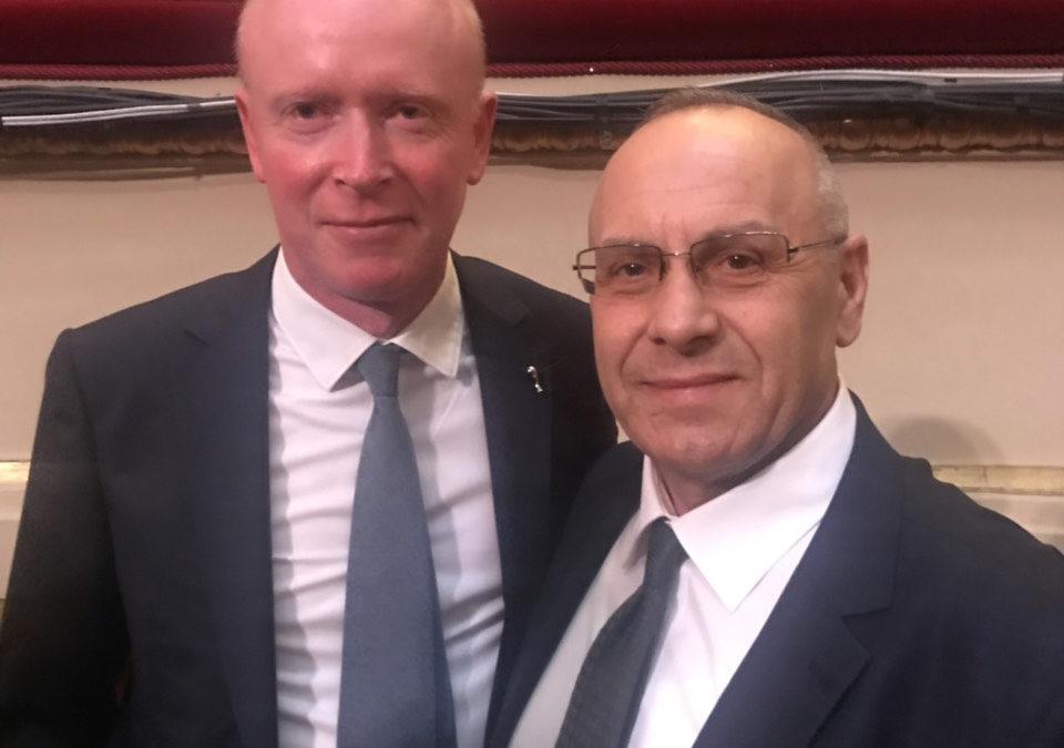 Presidenti Ademi takoi zv/sekretarin e përgjithshëm të FIFA-s, Alasdair Bell