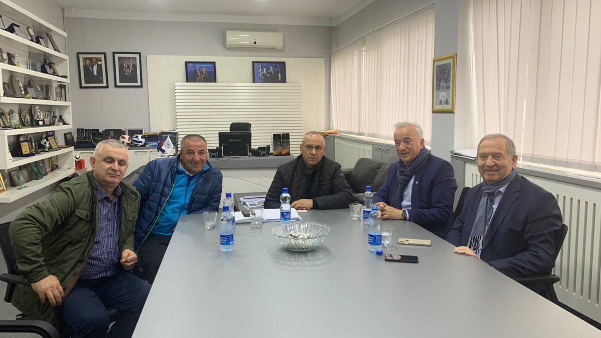 Presidenti Ademi priti drejtorin e Caritas Kosova, Don Viktor Sopi