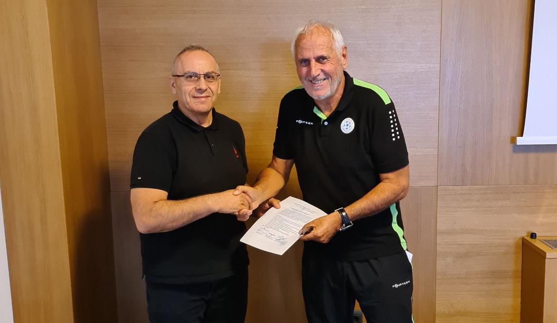Bernard Challandes renews his contract with FFK