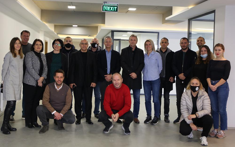 Thierry Favre vizitoi zyrat e reja të FFK-së dhe Kampin Edukativ në Hajvali