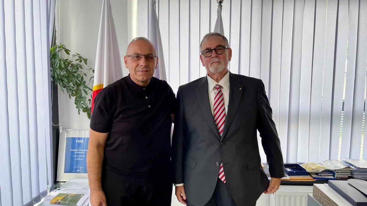 Presidenti Agim Ademi priti në takim Efraim Barak