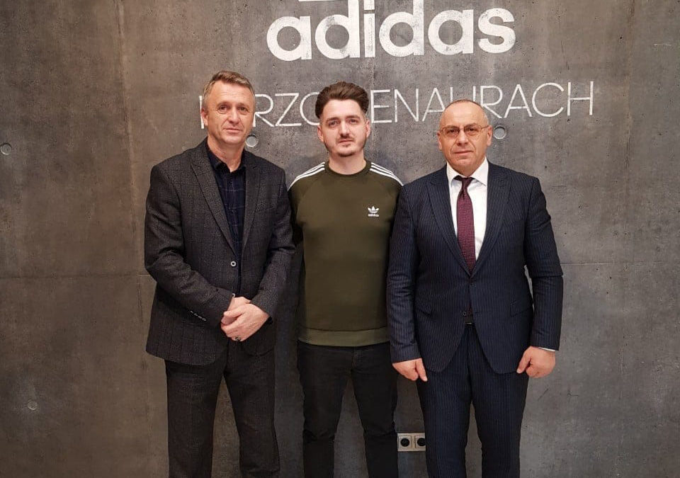 """Presidenti Ademi dhe sekretari Salihu vizituan selinë e """"Adidas""""-it"""