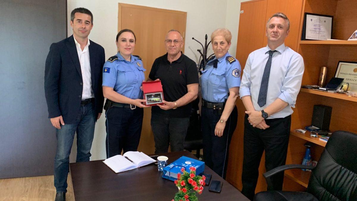 Krerët e FFK-së u pritën nga majorja e policisë, Vjollca Hoti