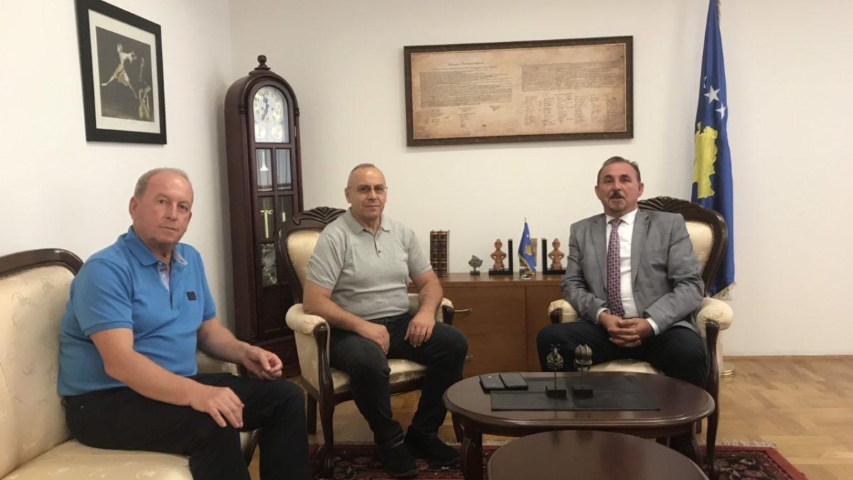 Krerët e FFK-së takuan ministrin e Punëve të Brendshme, Ekrem Mustafa