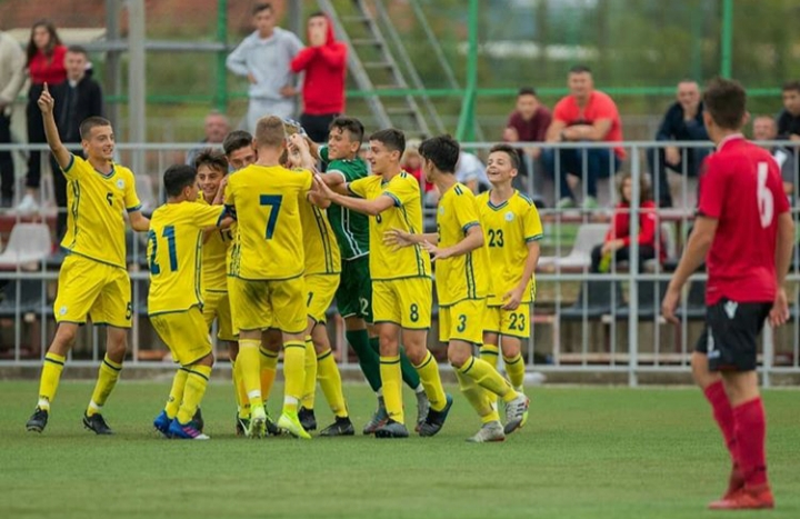 """Presidenti Ademi uron Kombëtaren U15 për suksesin në """"UEFA Development Tournament"""""""
