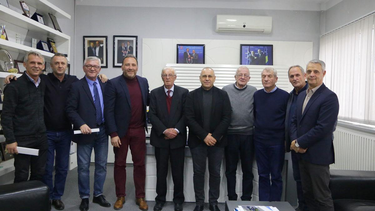 Presidenti Ademi priti ish-kryetarët e FFK-së dhe ish-përzgjedhësit e Kosovës