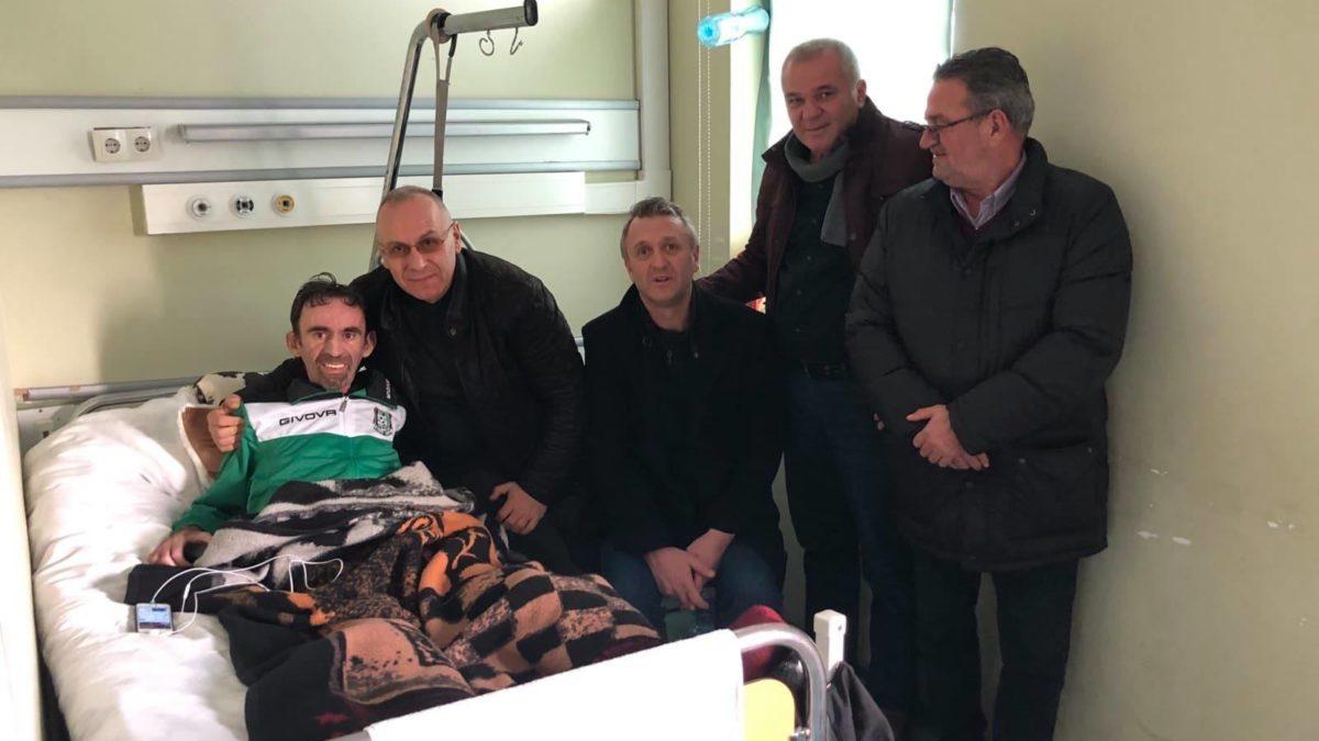 Krerët e FFK-së vizituan në spital ish-futbollistin e Trepçës, Gëzim Kaçaniku