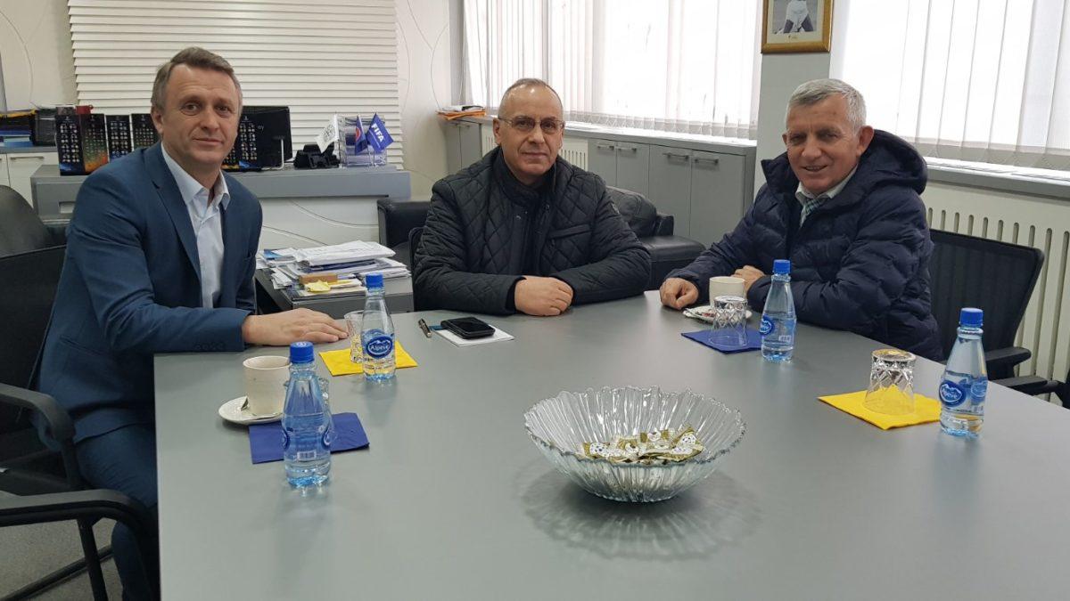 Krerët e FFK-së pritën ambasadorin Qemal Minxhozi