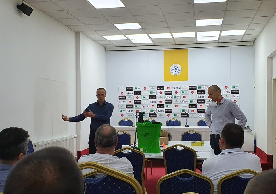 Stafet mjekësore të klubeve udhëzohen për masat që duhet të ndërmarrin dhe u ndahen mjetet mbrojtëse nga FFK