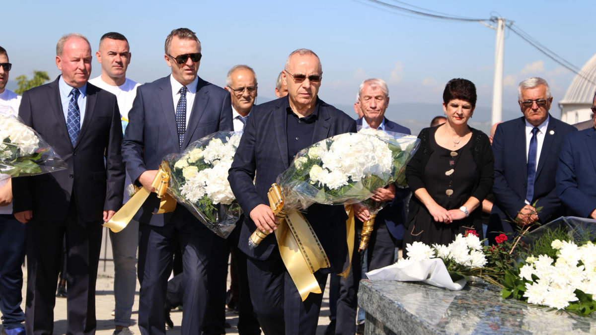 FFK leaders place bouquets of flowers at the grave of former President Fadil Vokrri