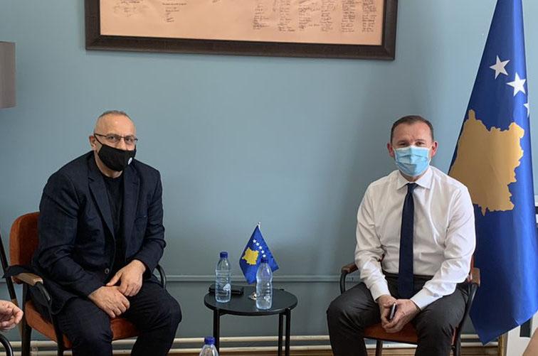 Presidenti Ademi dhe sekretari Salihu takuan ministrin Armend Zemaj