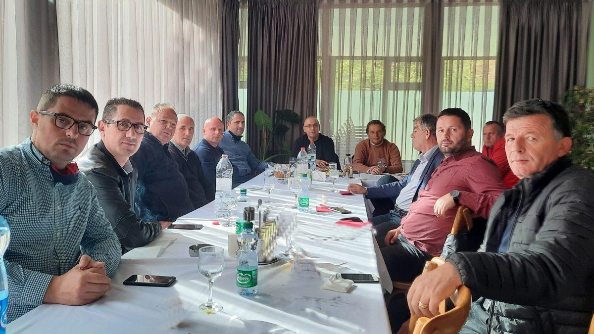 LRFP mbajti takim me përfaqësuesit e klubeve, morën pjesë edhe drejtuesit e FFK-së