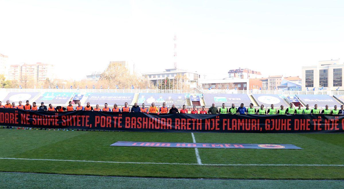 U zhvillua ndeshja revyale për nder të 28 Nëntorit ndërmjet Veteranëve të futbollit dhe FSK-së