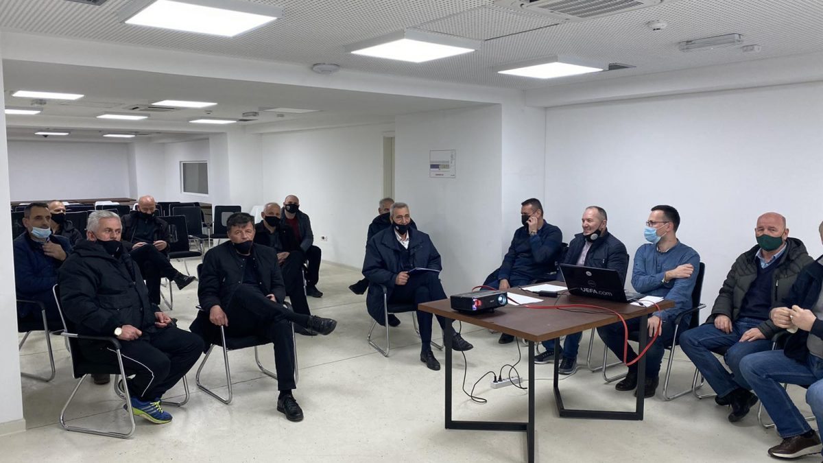 U mbajt takimi me delegatët e Superligës
