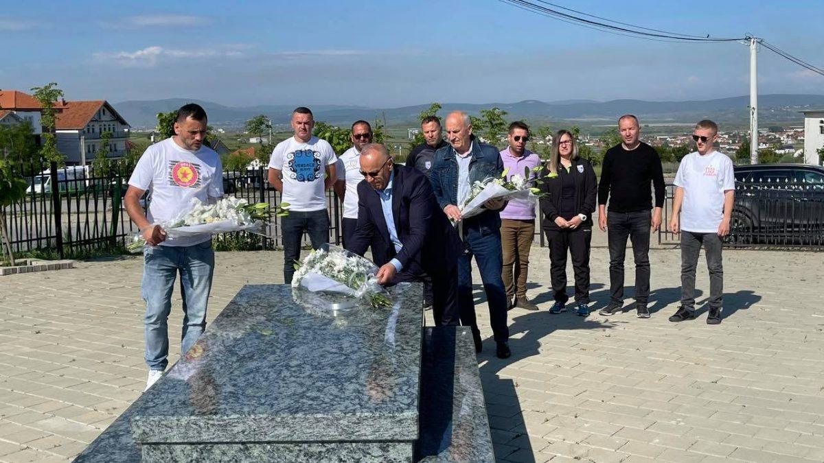 Presidenti Ademi bën homazhe te varri i Legjendës, Fadil Vokrri
