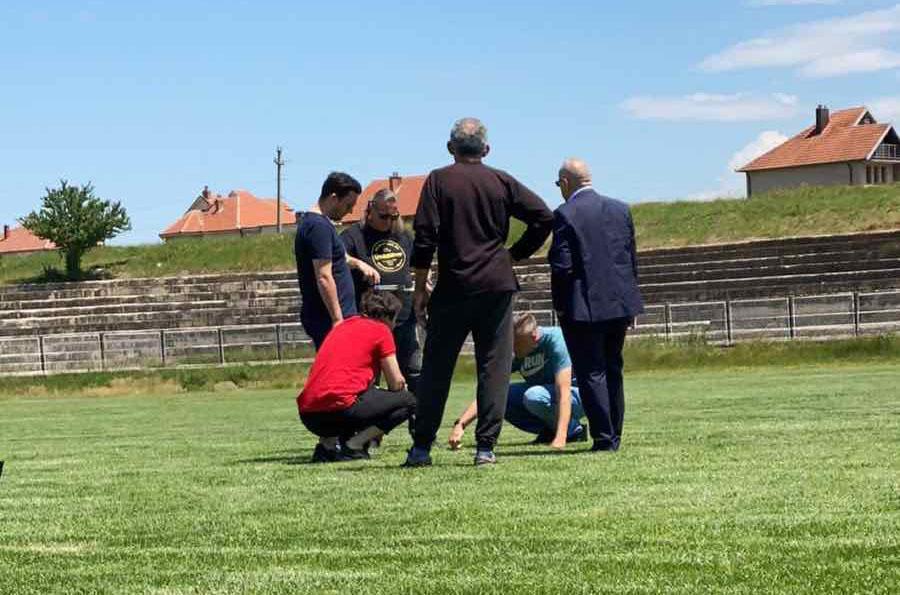 Ademi sheh nga afër testimin e barit natyral në stadiume