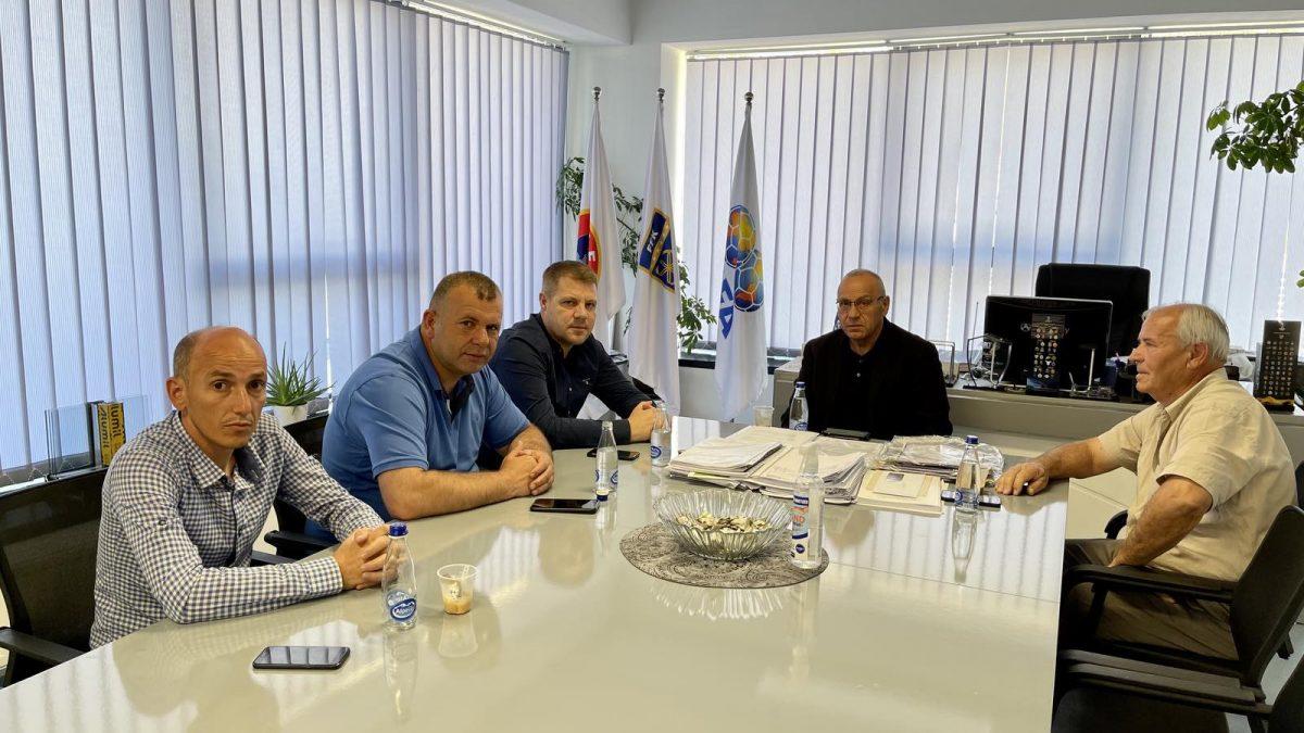 Presidenti Ademi priti krerët e klubeve të ngritura në rang më të lartë të garave