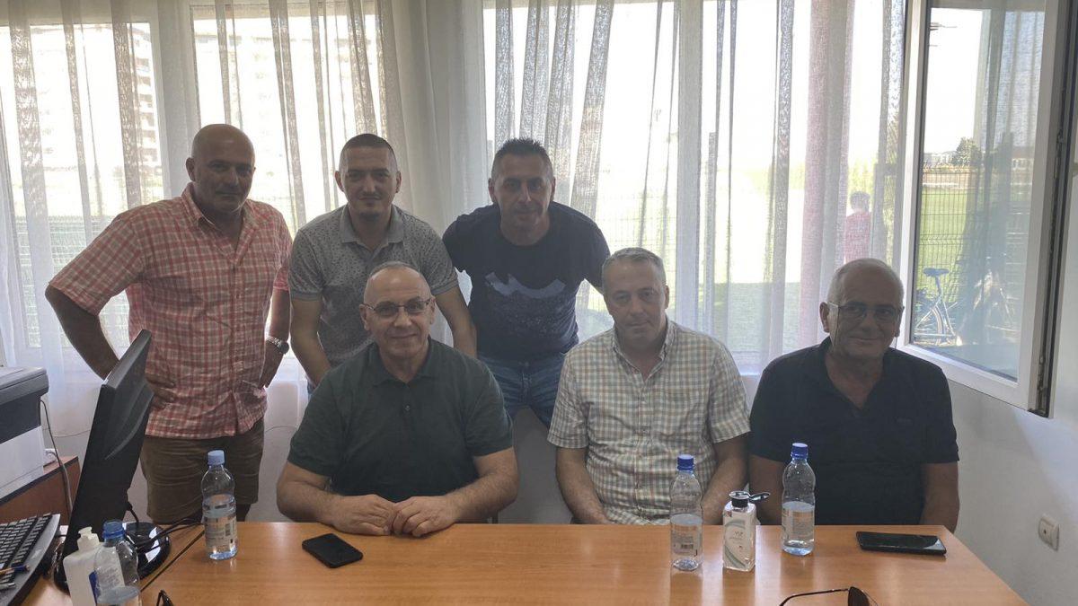 "Presidenti Ademi vizitoi KF ""Vëllaznimi"" dhe KF ""Rahoveci"""