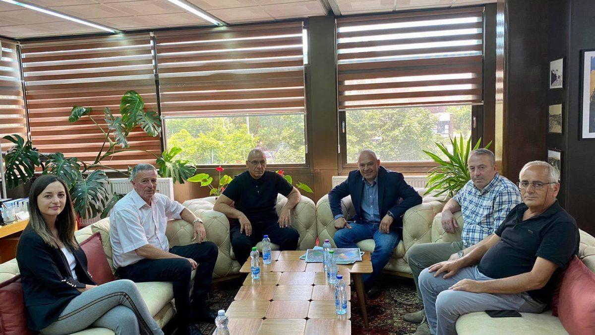 Presidenti Agim Ademi u prit nga kryetari i Komunës së Gjakovës, Ardian Gjini
