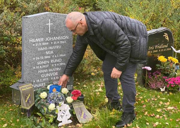Presidenti Ademi vendos lule të freskta te varri i ish-presidentit të UEFA-s, Lennart Johansson